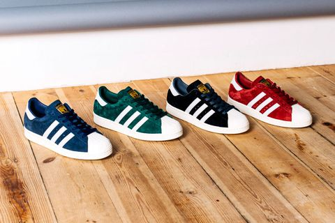 separation shoes 00647 46221 adidas Superstar