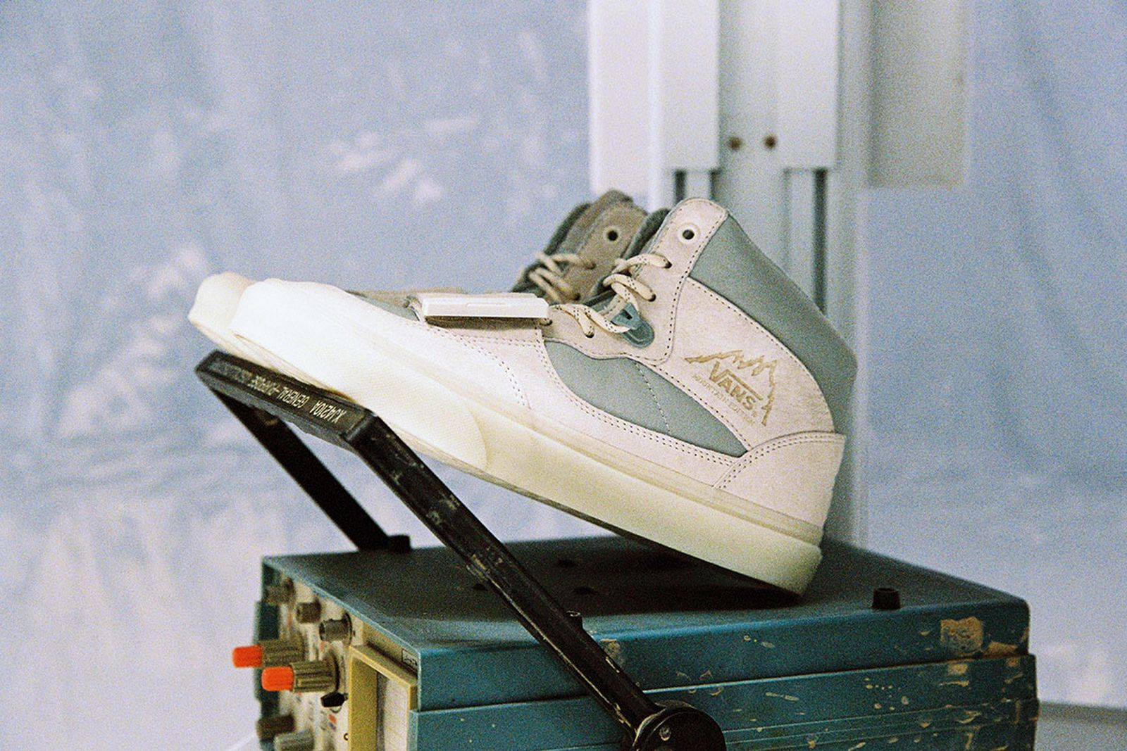 c2h4-vans-the-imagination-of-future-2-release-date-price-a-06