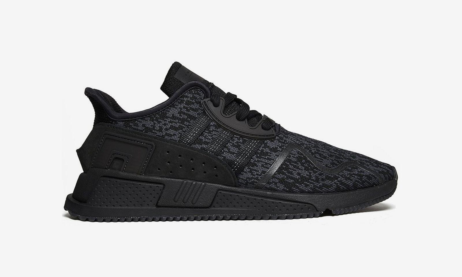 black-sneakers-01