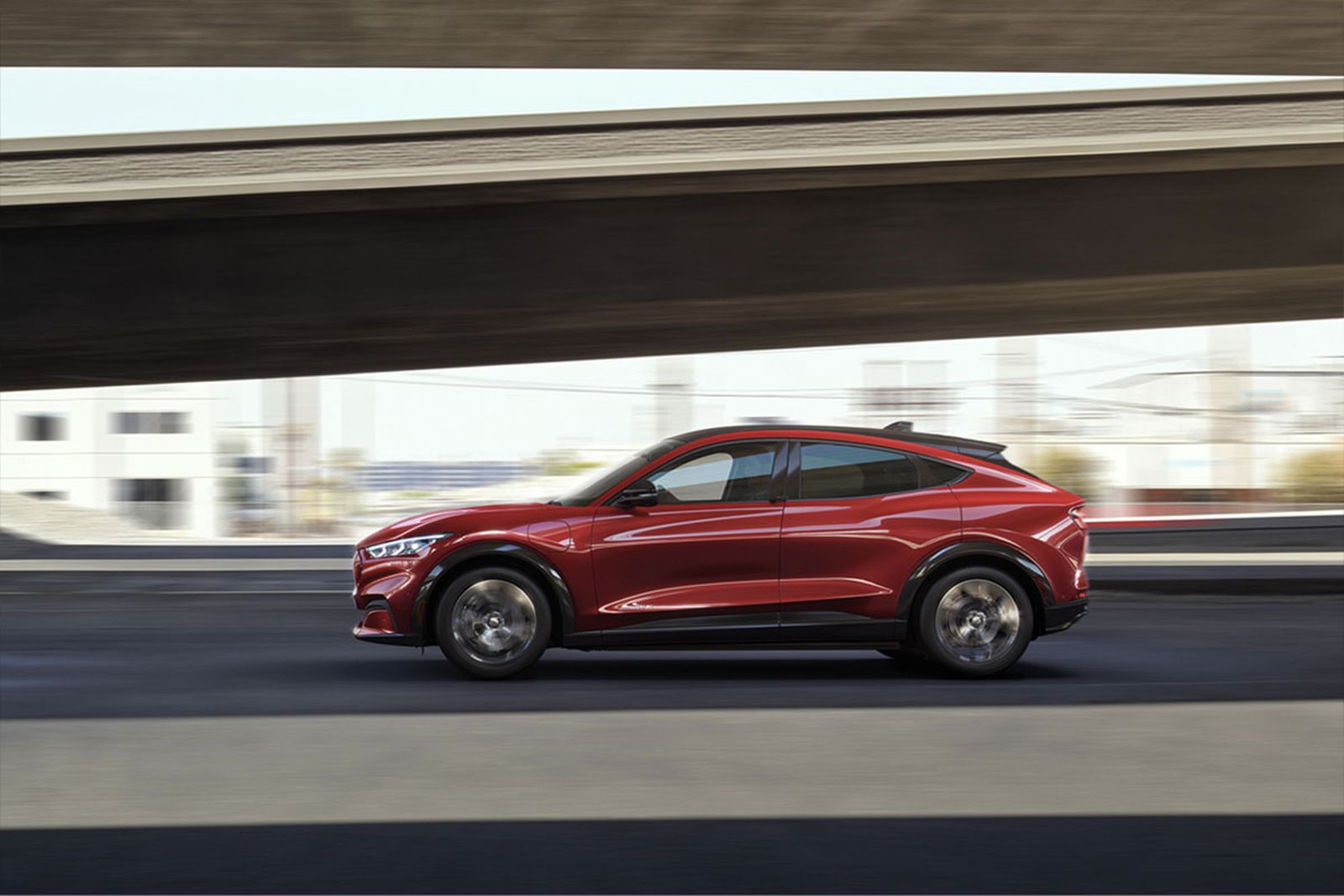 ford-mustang-mach-e-electric-suv-03