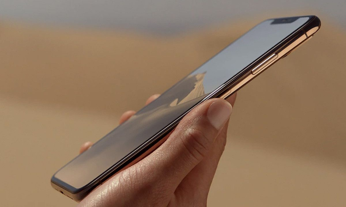 Apple Leak Teases a Curved iPhone Display