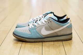 official photos 8b00c fa77d Plus x Nike SB Dunk Low