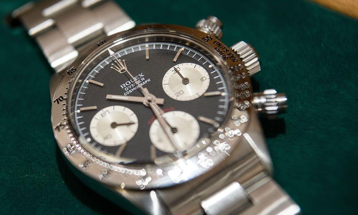 "Woman Finds Rare $250,000 Rolex Daytona ""Paul Newman"" Watch in $25 Thrift Store Sofa"