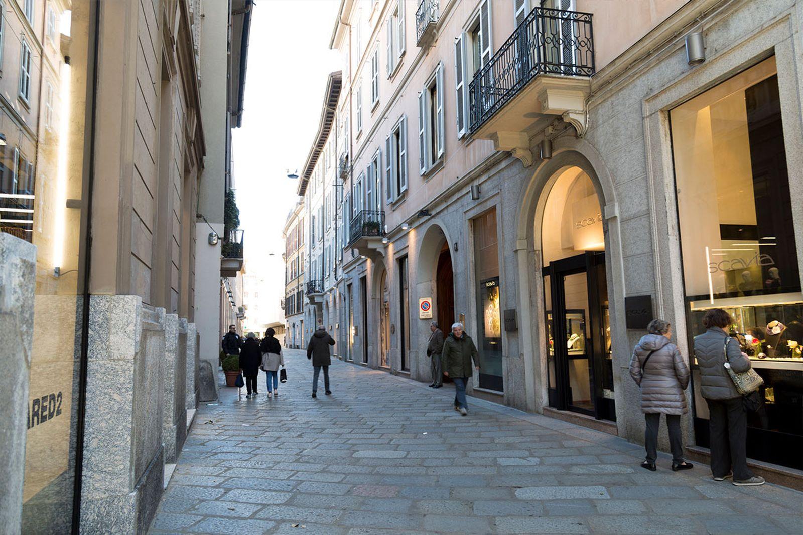 milan-shopping-guide-milan-shopping-guide-quadrilatero-della-moda01