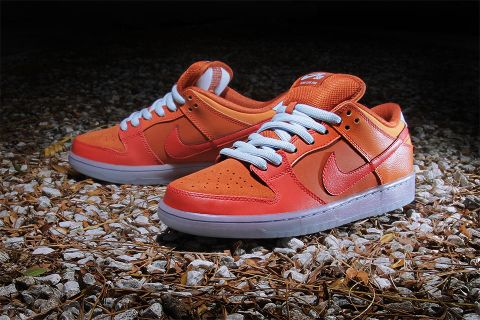 check out 963c8 1756b Nike SB Dunk Low Pro Fire and Ice