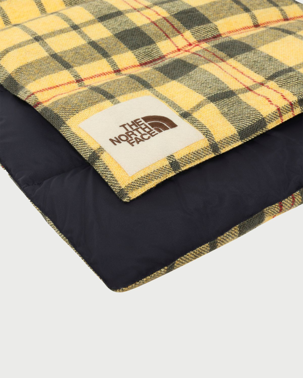 The North Face Brown Label - Insulated Scarf Summer Gold Heritage Unisex - Image 2