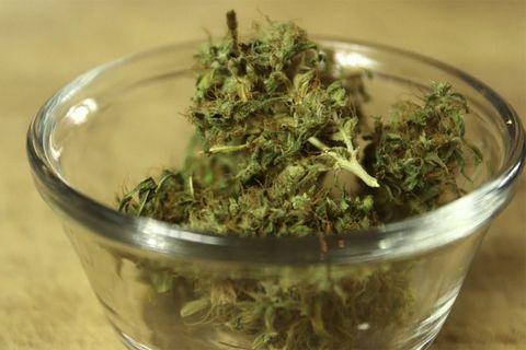 marijuana-health-benefits-eating-01