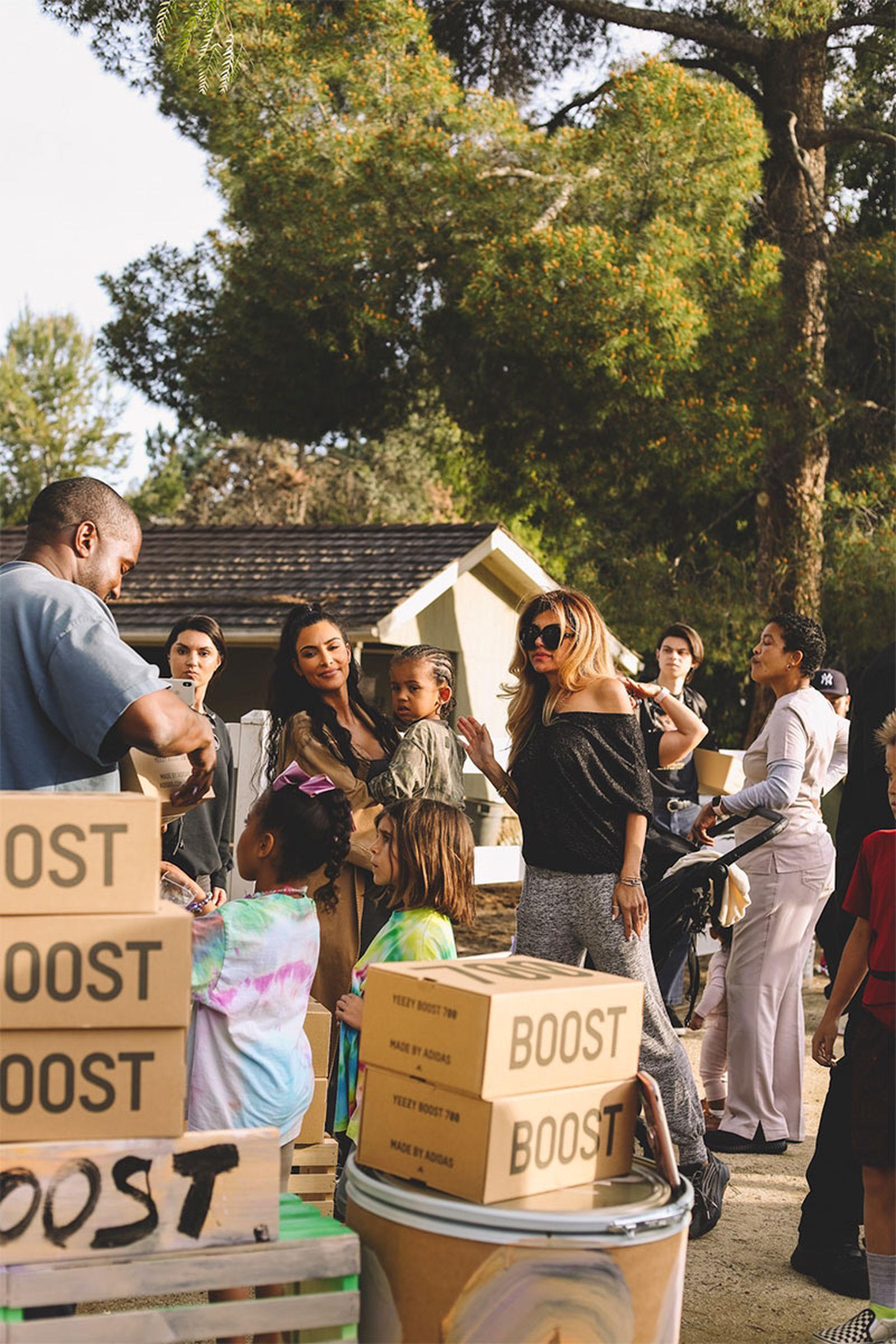 yeezy lemonade stands Kim Kardashian West adidas YEEZY Boost 700 V2 kanye west