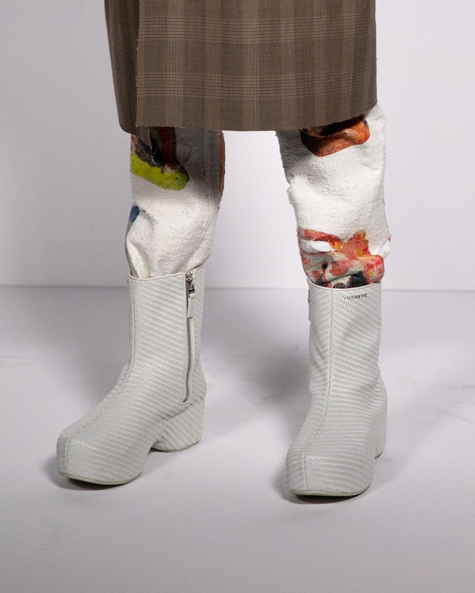 fashion-week-ss22-sneaker-roundup-07