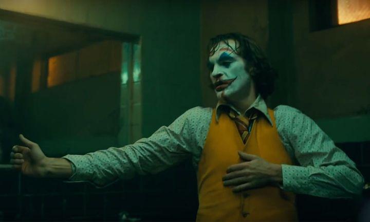 Joaquin Phoenix in 'joker' dancing
