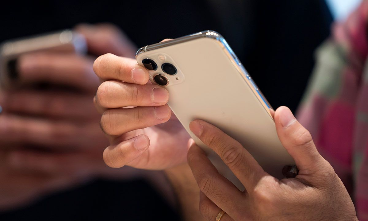 Here's How Much It Costs Apple to Make an iPhone 11 Pro ...