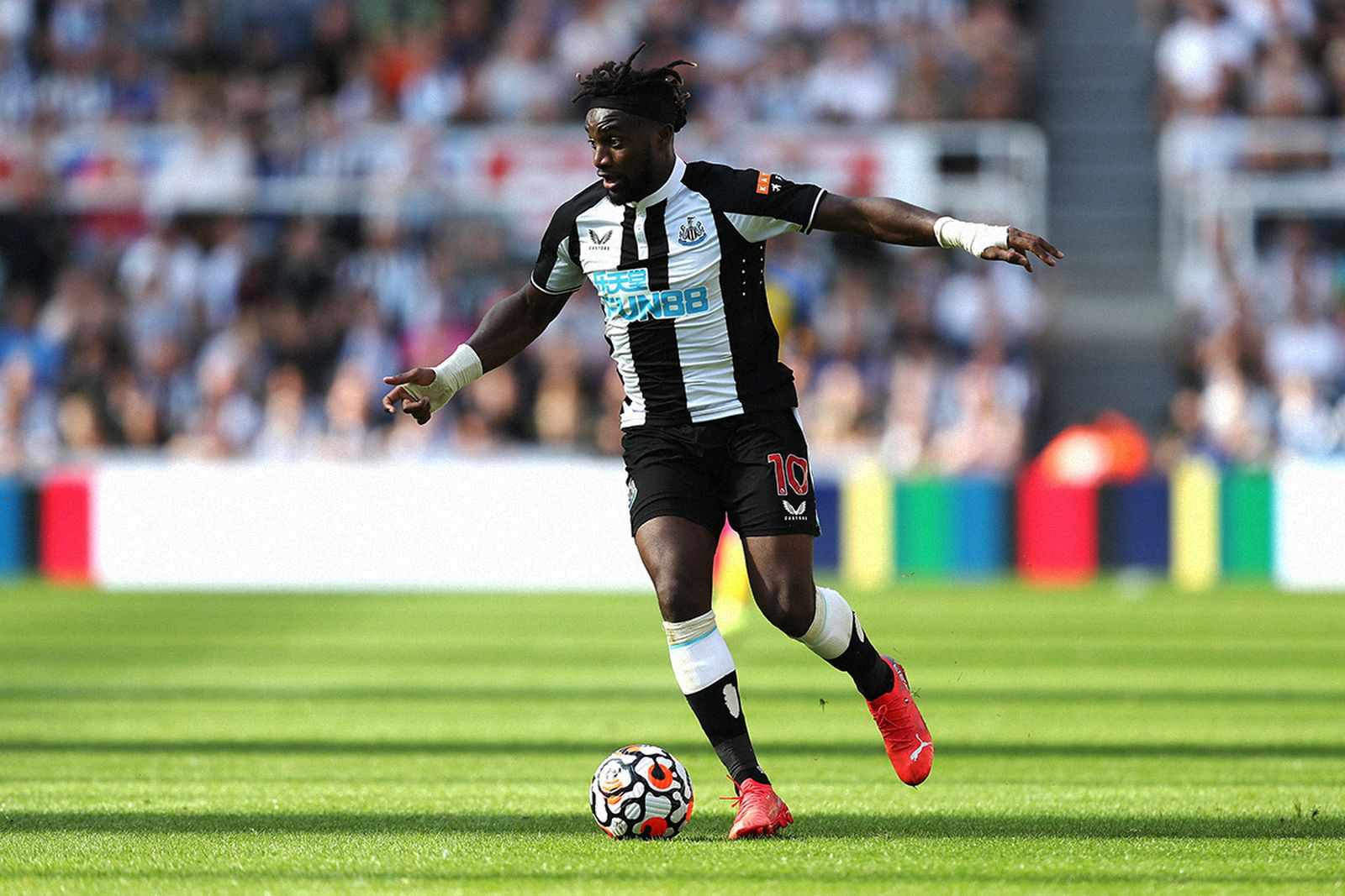 Newcastle's precious asset Allan Saint-Maximin on the ball