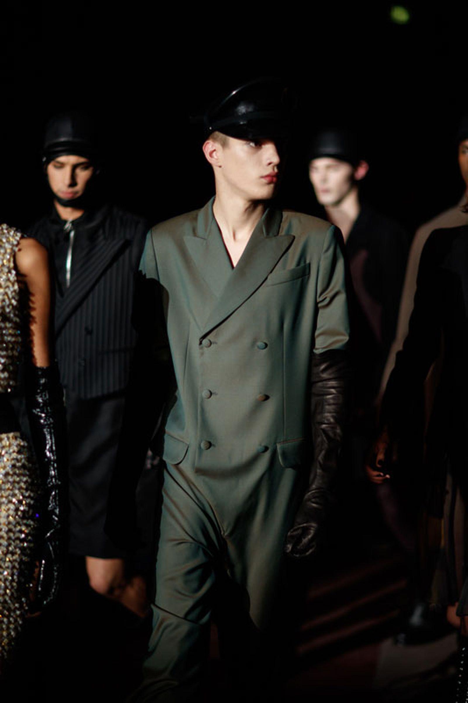 moschino fw18 milan fashion week Fall/WInter 2018 jeremy scott runway