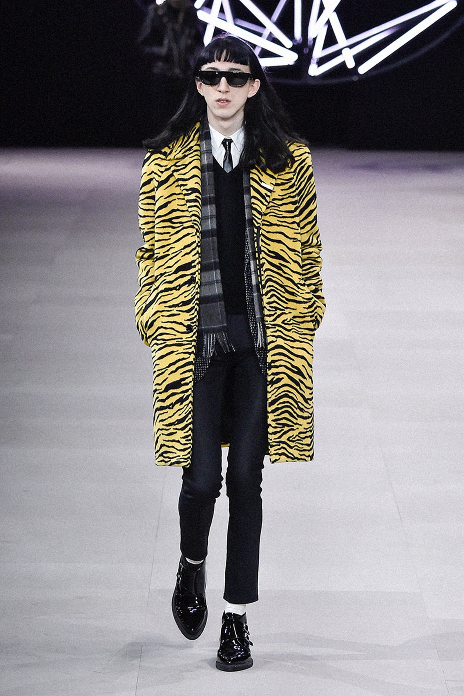 marc-jacobs-really-loves-his-celine-tiger-coat-so-do-we-01