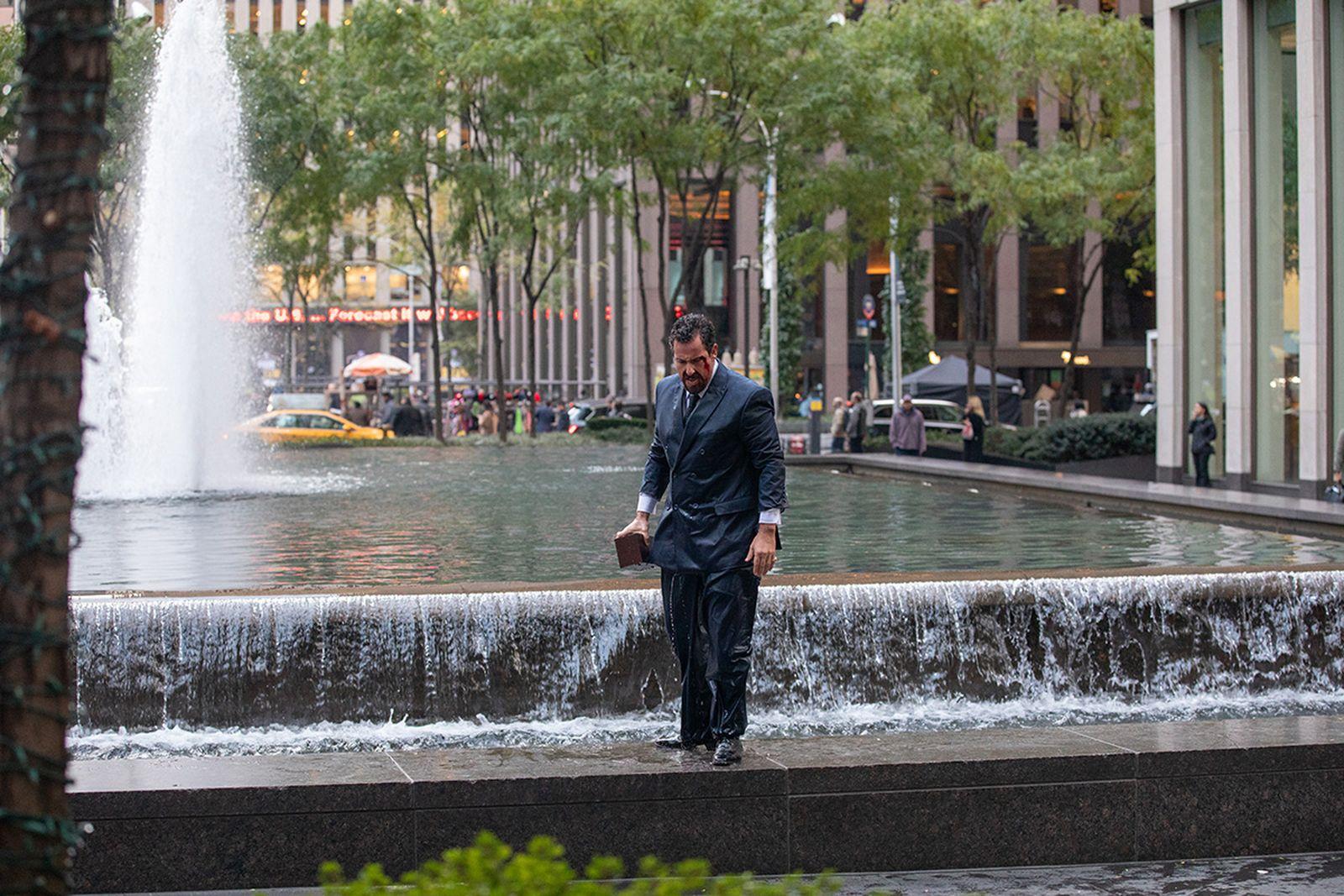 uncut-gems-adam-sandler-suit