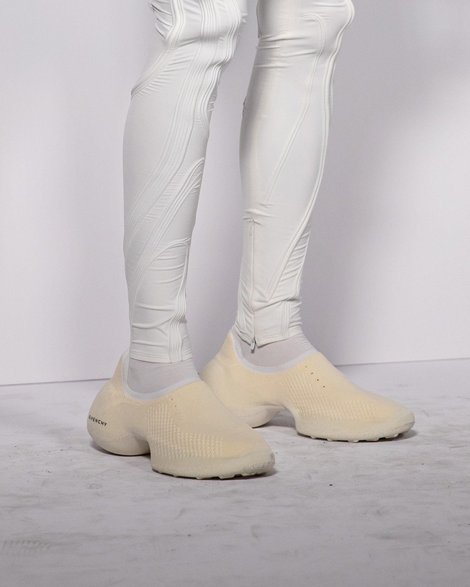 fashion-week-ss22-sneaker-roundup-06
