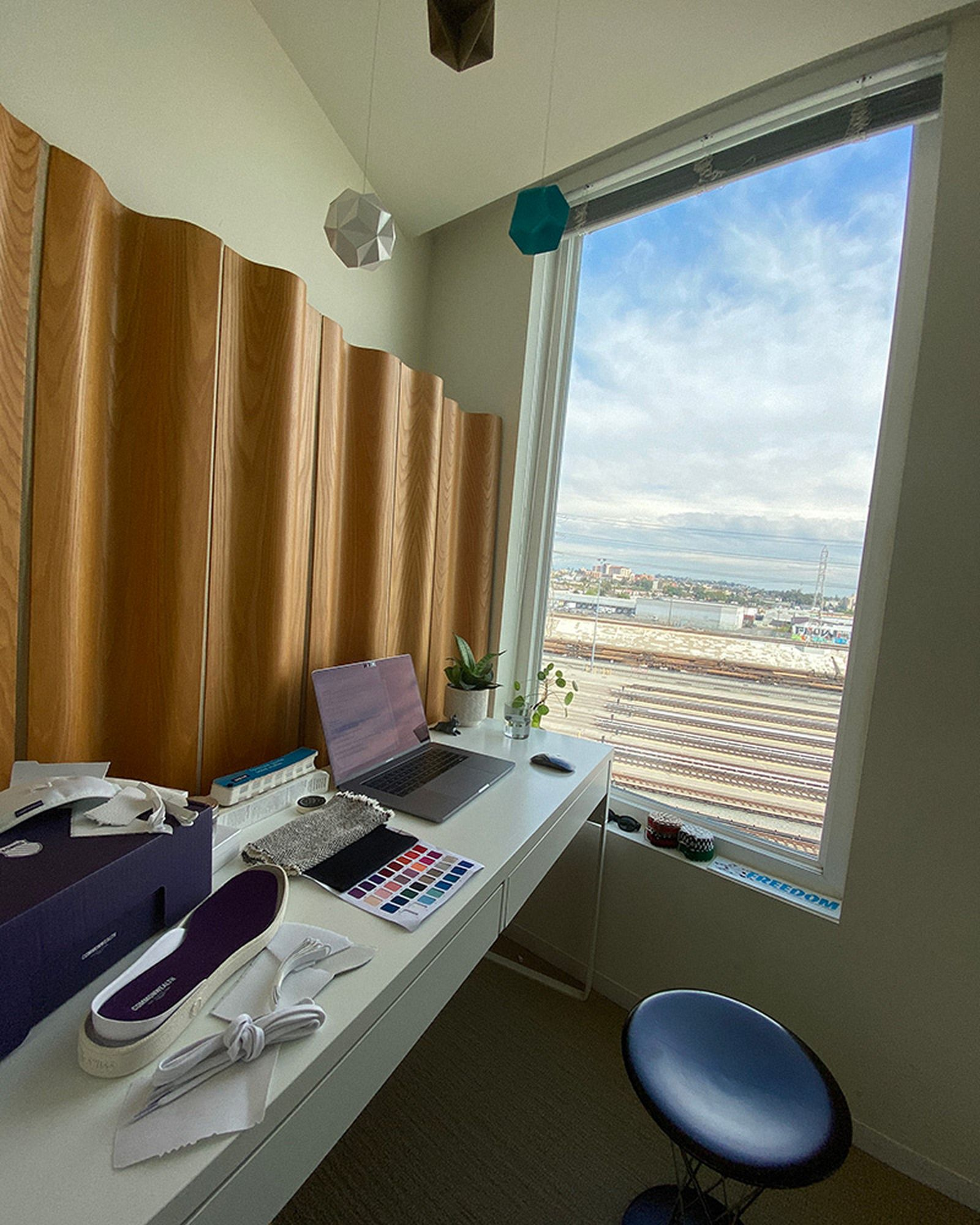 wfh-office-tour-look-inside-home-offices-omar-05