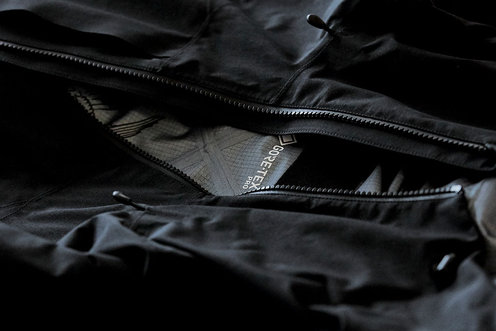 11-tilak-acronym-gore-tex-evolution-jacket-detail