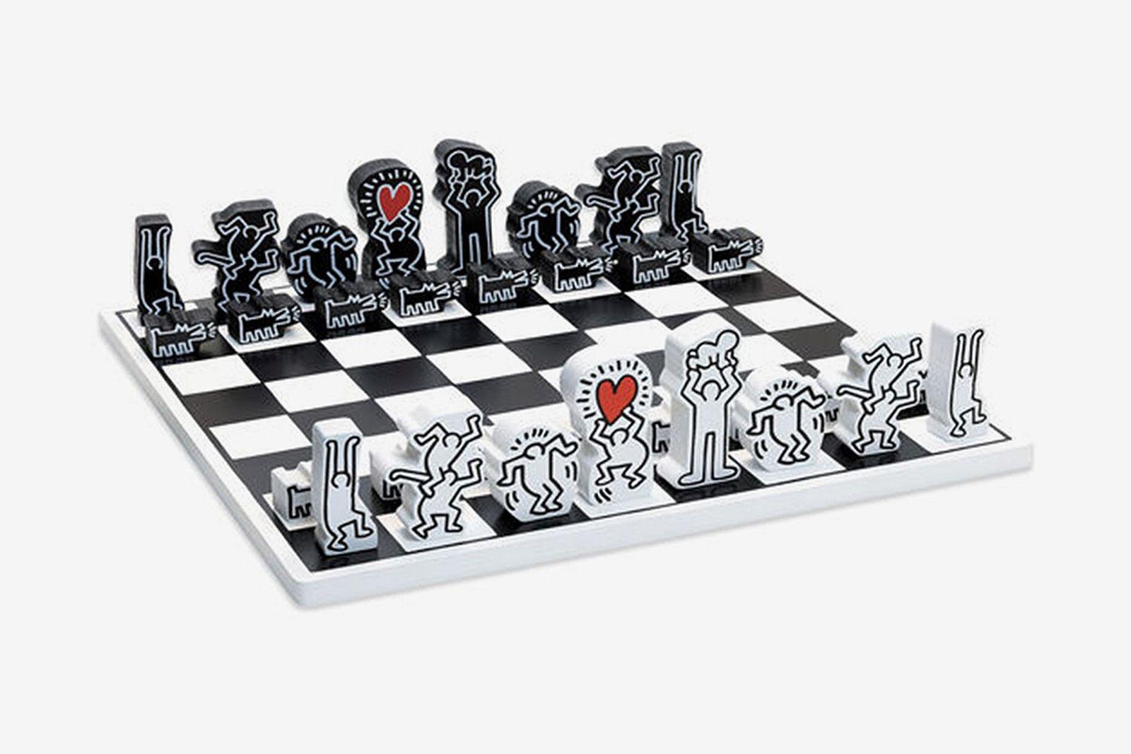 keith-haring-chess-set
