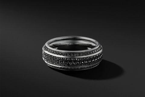 Beveled Band in 18K White Gold w/ Pavé Black Diamonds