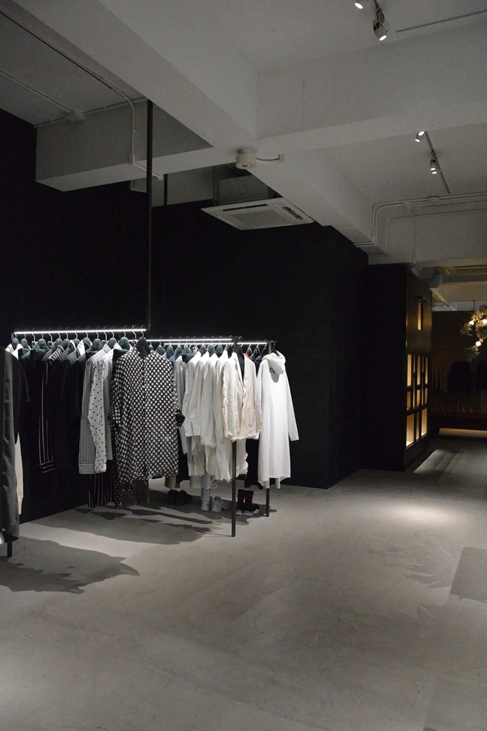 game-changers-best-store-interiors-changed-fashion-life-etage-02