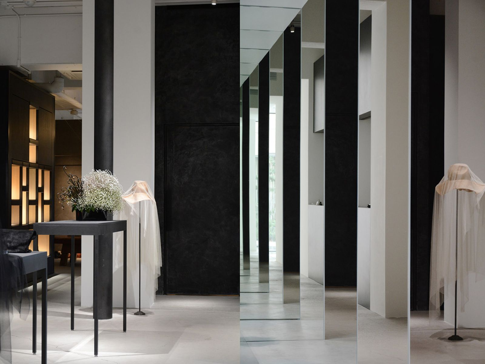 game-changers-best-store-interiors-changed-fashion-life-etage-03