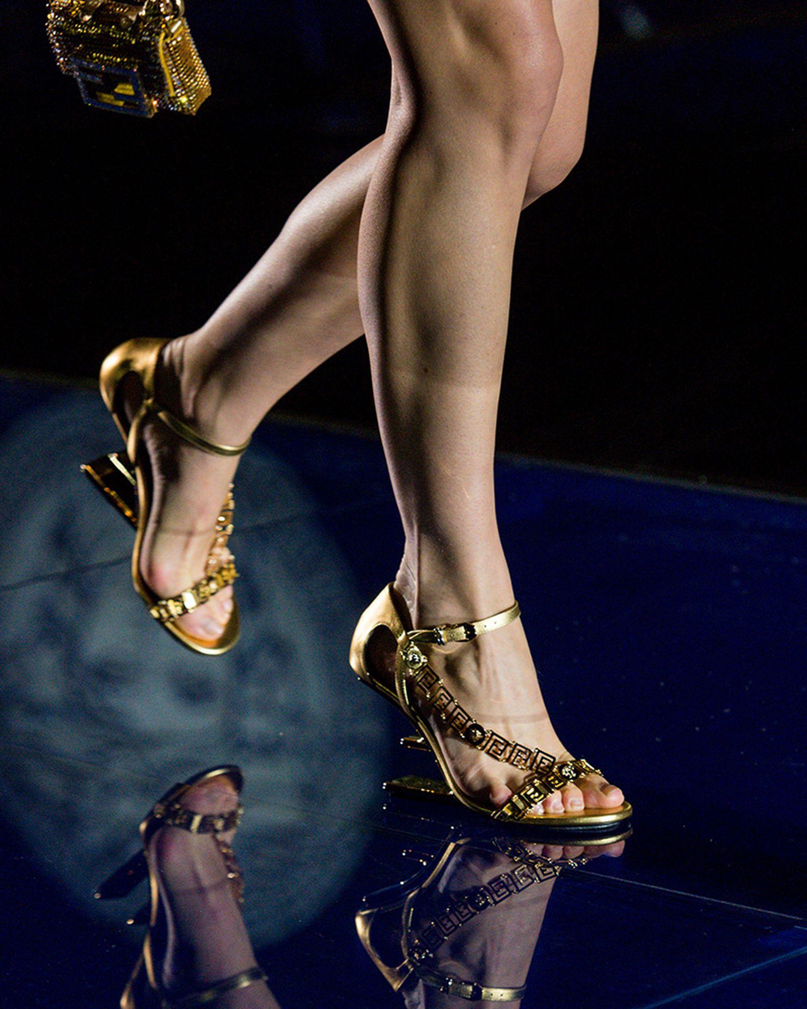 fashion-week-ss22-sneaker-roundup-fenedi-versace-03