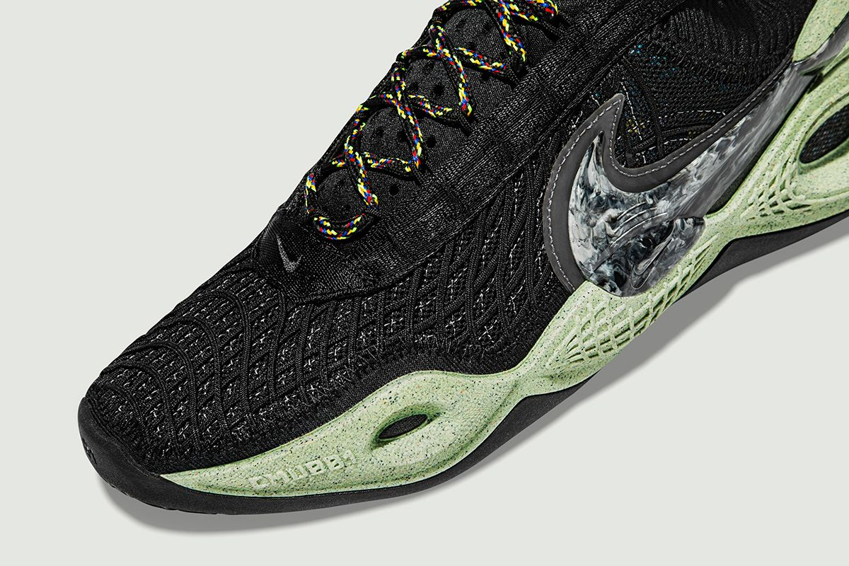 Nike's New Basketball Sneaker Is a Spacey '90s Hit 27