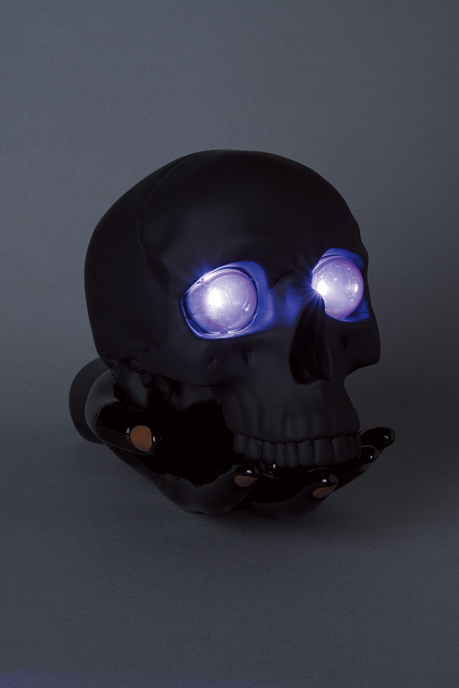 undercover-p-m-usher-spooky-season-skull-lamp-02