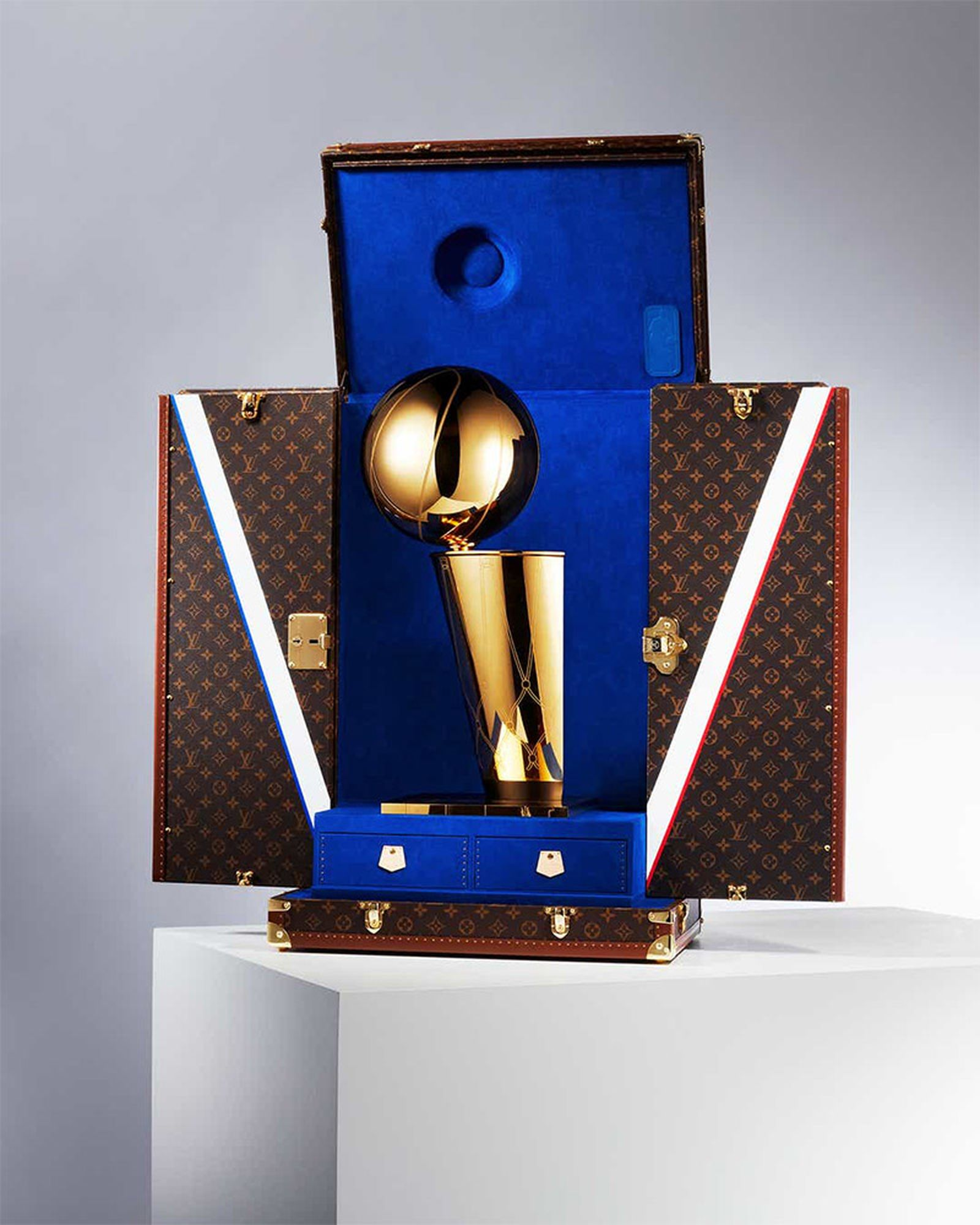 louis-vuitton-nba-travel-case-02