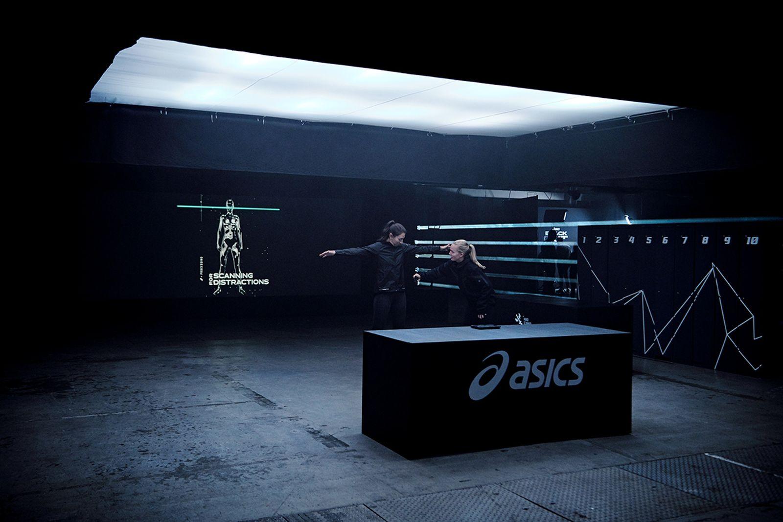 asics08 ASCIS indoor sports running