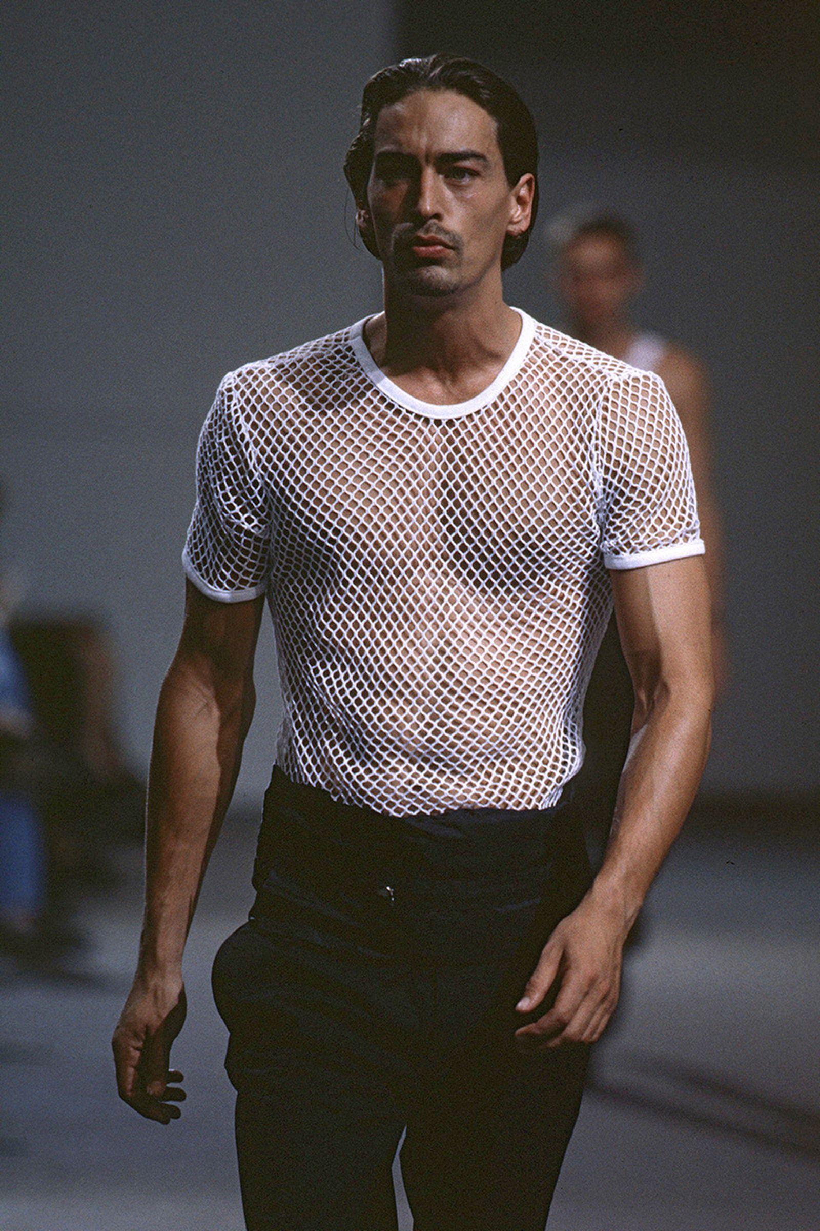 the-12-fashion-shows-that-changed-mens-fashion-07