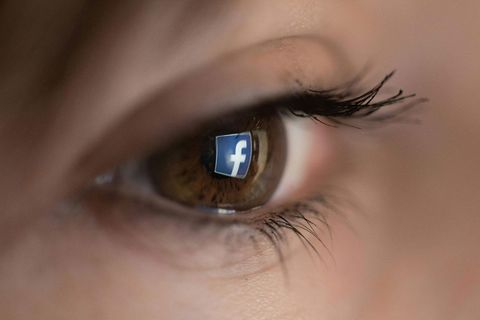 Facebook And Rayban Rumored To Be Entering The Smart Glasses Sphere