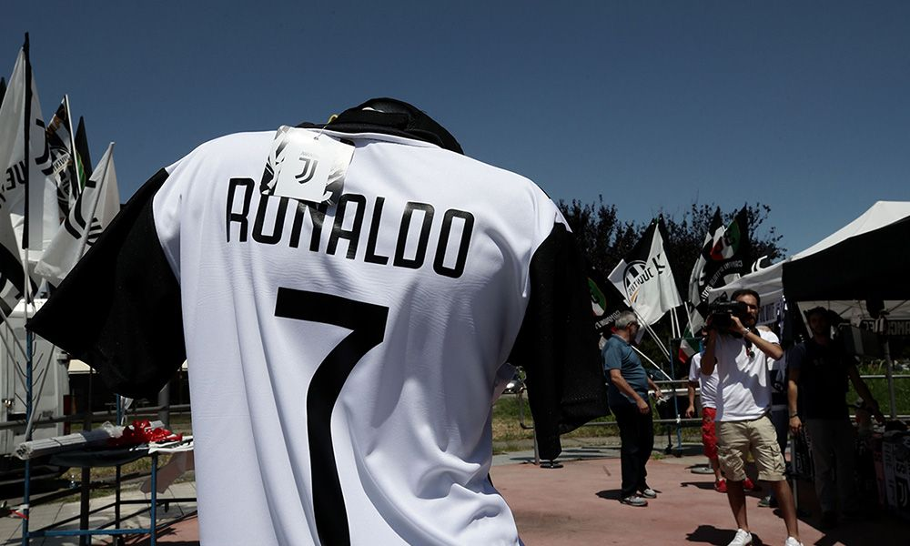online retailer 40cdc 8ae7a Cristiano Ronaldo's Juventus Shirts are Completely Sold Out