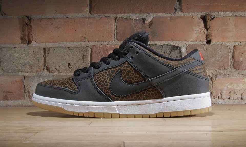 338b95047 Nike SB Dunk Low PRM