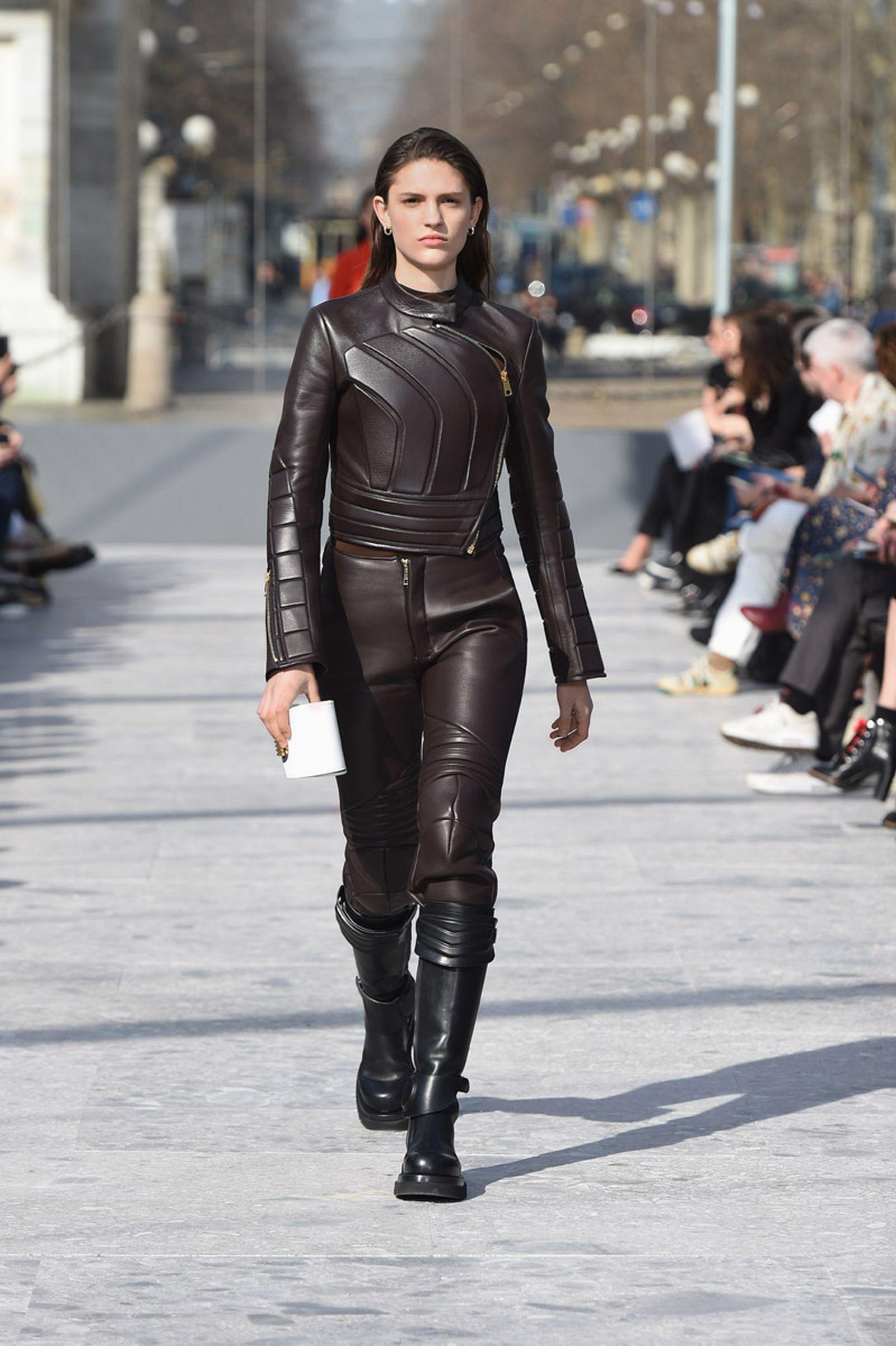 bottega-veneta-is-bringing-timeless-luxury-back-to-fashion-01