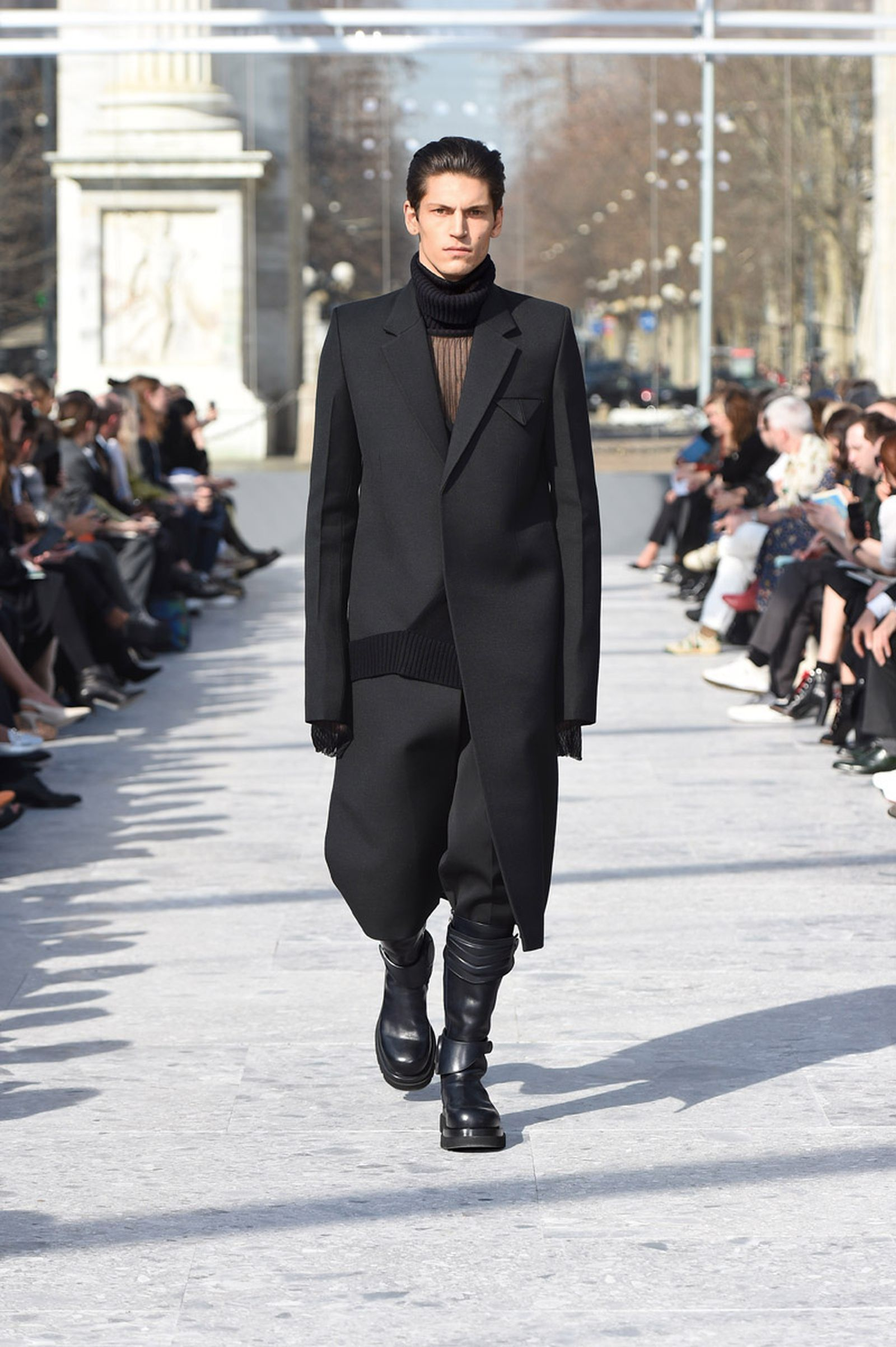 bottega-veneta-is-bringing-timeless-luxury-back-to-fashion-08