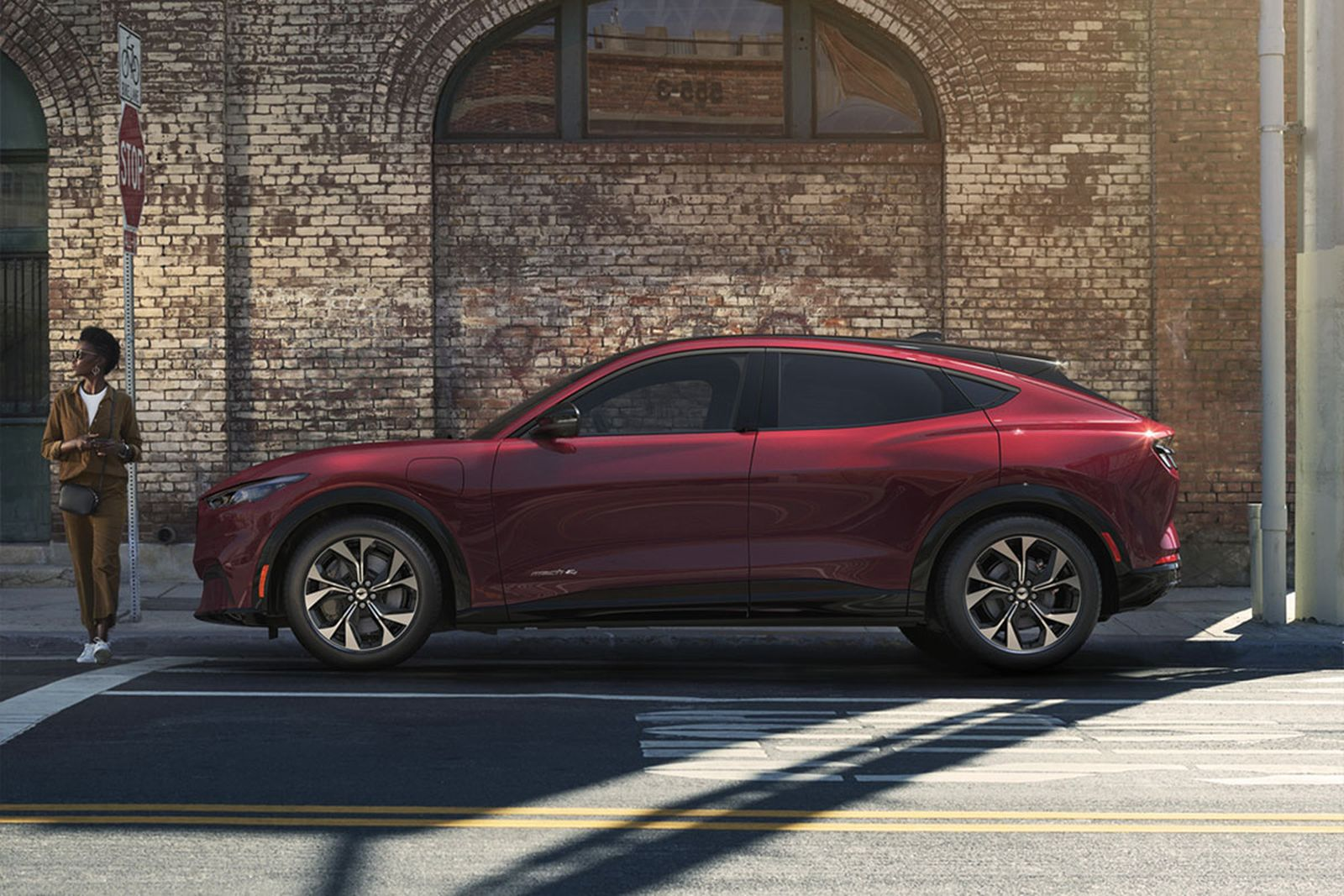 ford-mustang-mach-e-electric-suv-01