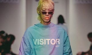 MAXXIJ Shows Iridescent Garms and Cozy Sweats for SS19 at Seoul Fashion Week