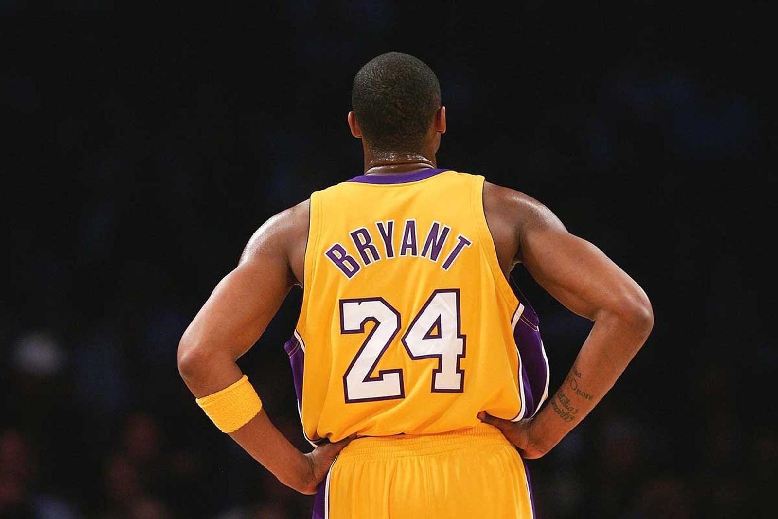 Kobe Bryant wearing the #24 Lakers jersey