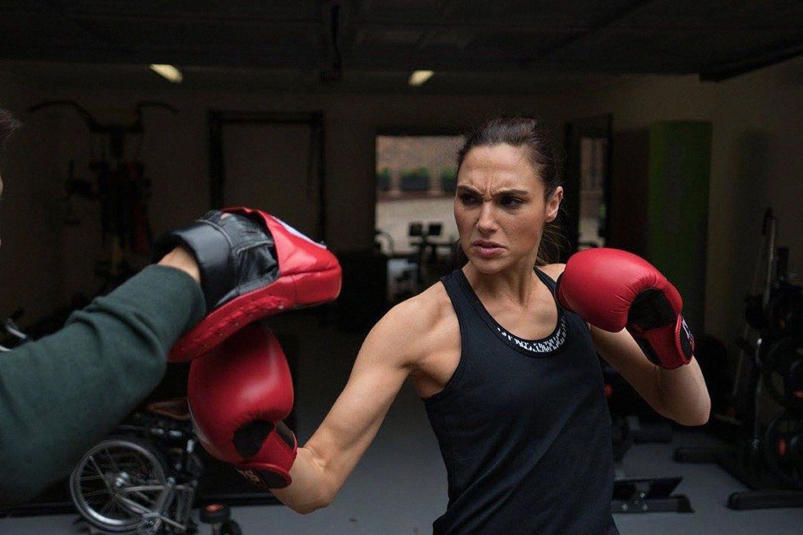 gal-gadot-wonder-woman-workout-routine-01