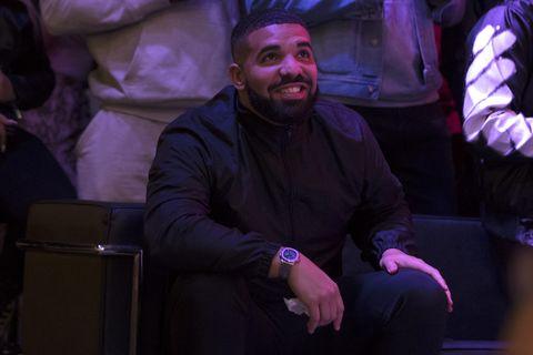 Drake smiling courtside