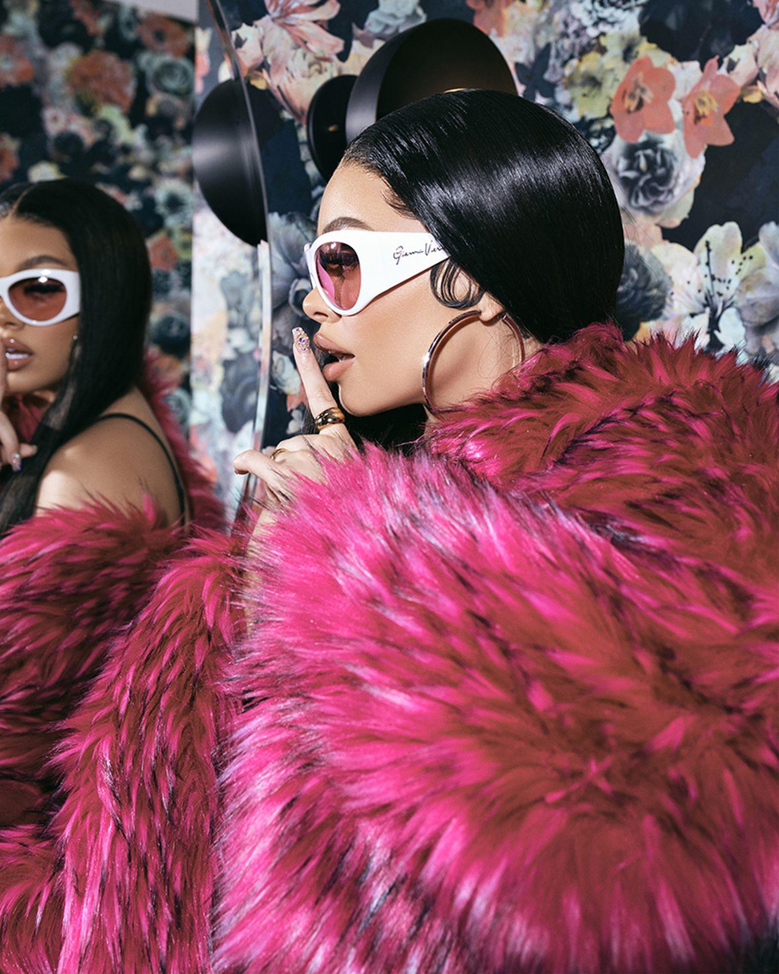 Coat DOLCE & GABBANA, Sunglasses VERSACE, Earrings SISTER LOVE MJB