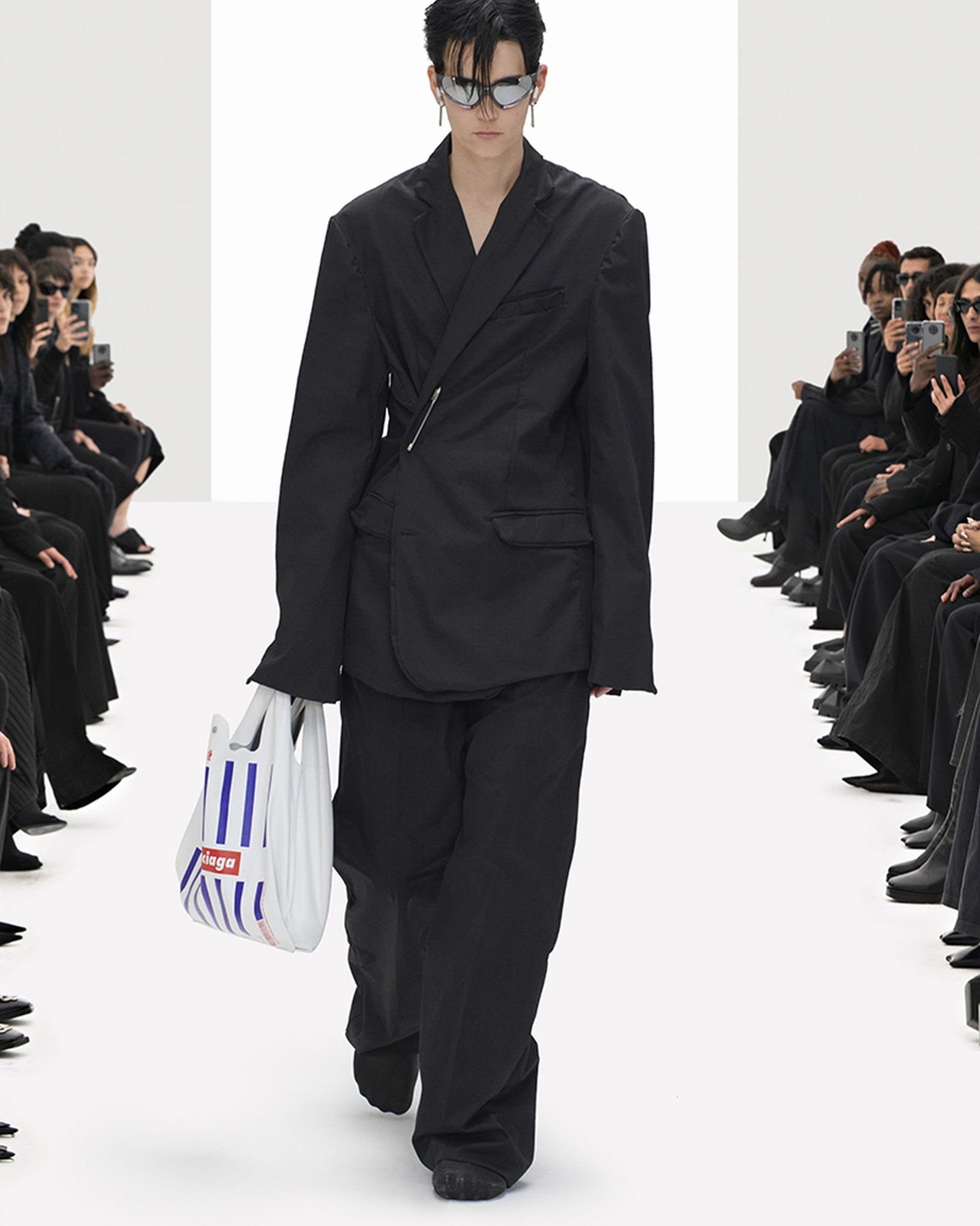 reusable shopping bags image