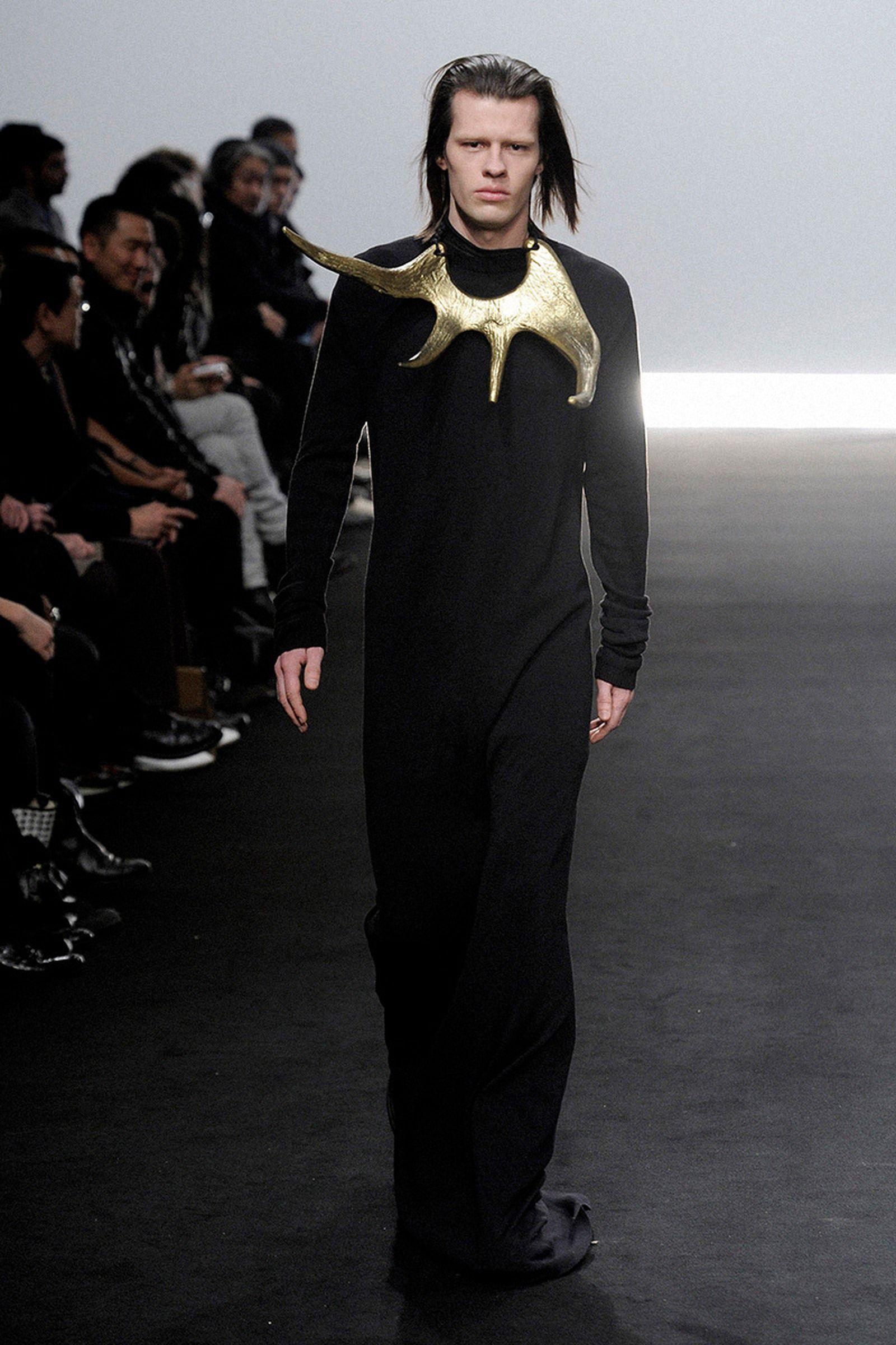 the-12-fashion-shows-that-changed-mens-fashion-rick-owens-011