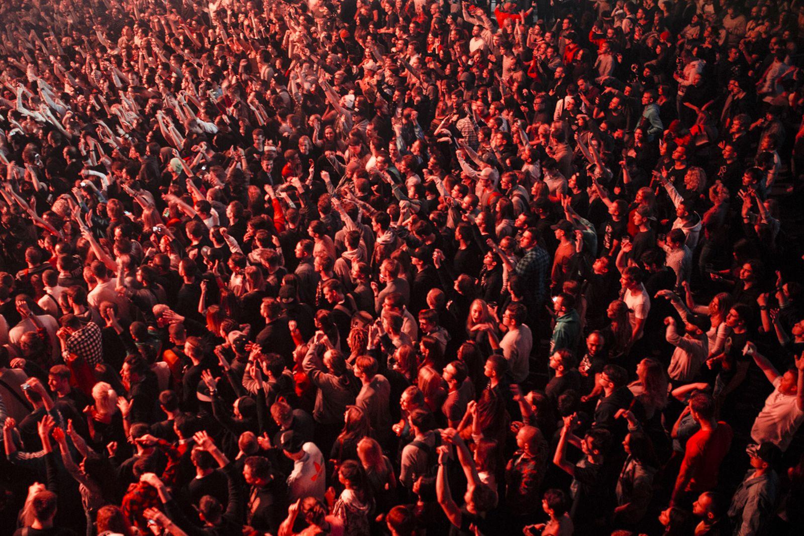 burn-battle-school-moscow-crowd 7