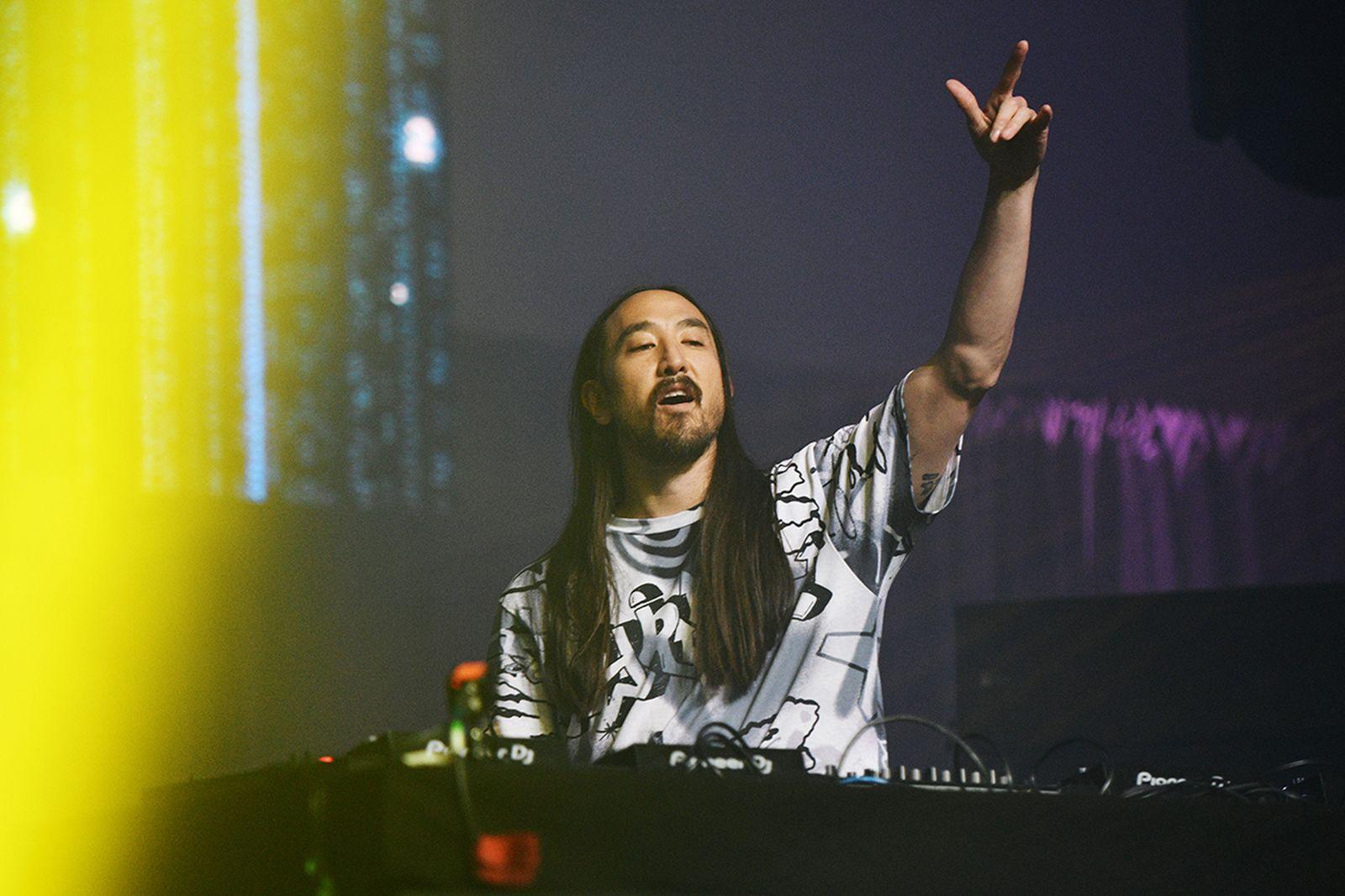 Steve Aoki performing