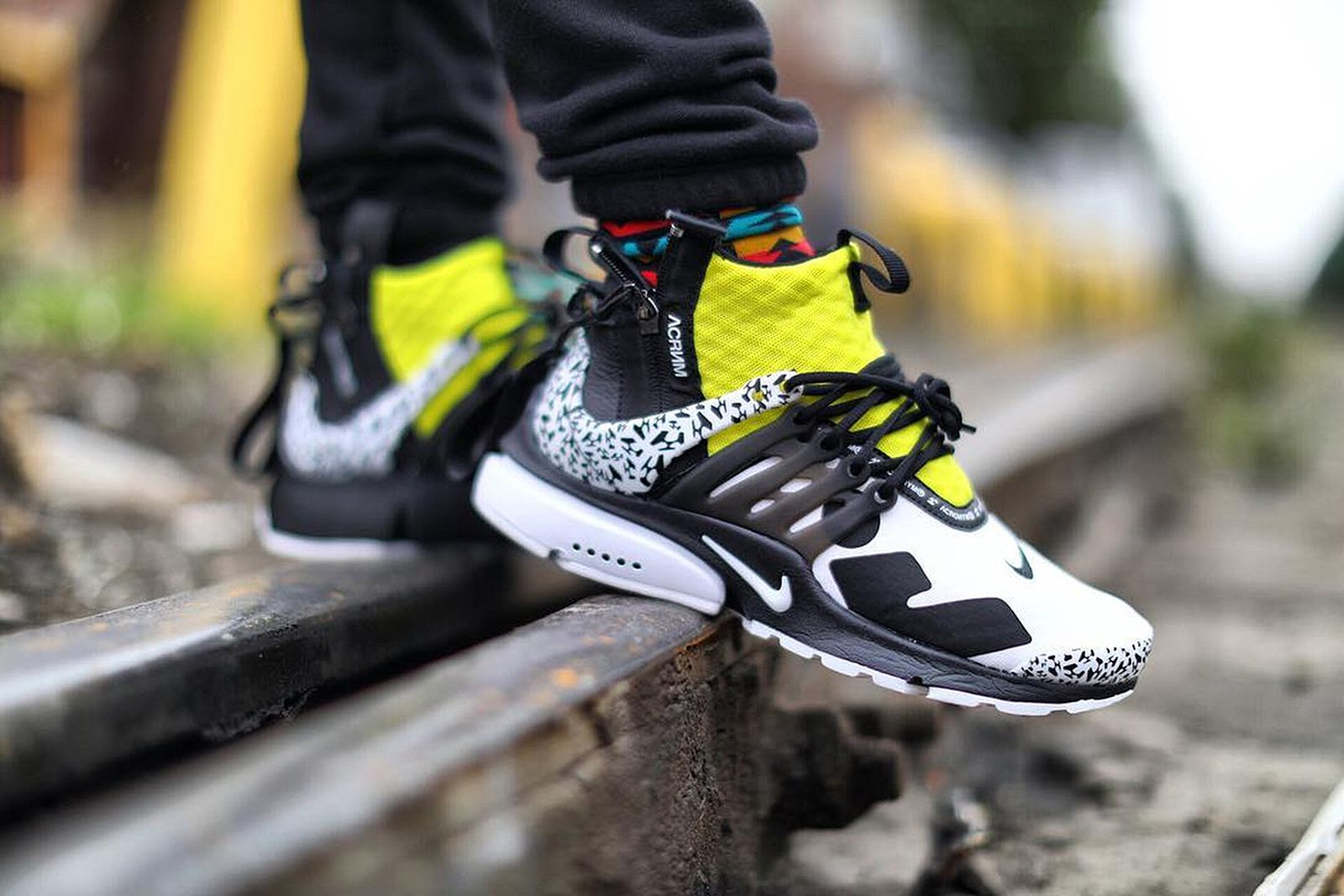 Profeta en lugar piel  How IG is Styling ACRONYM's Colorful Nike Presto Mid Collab