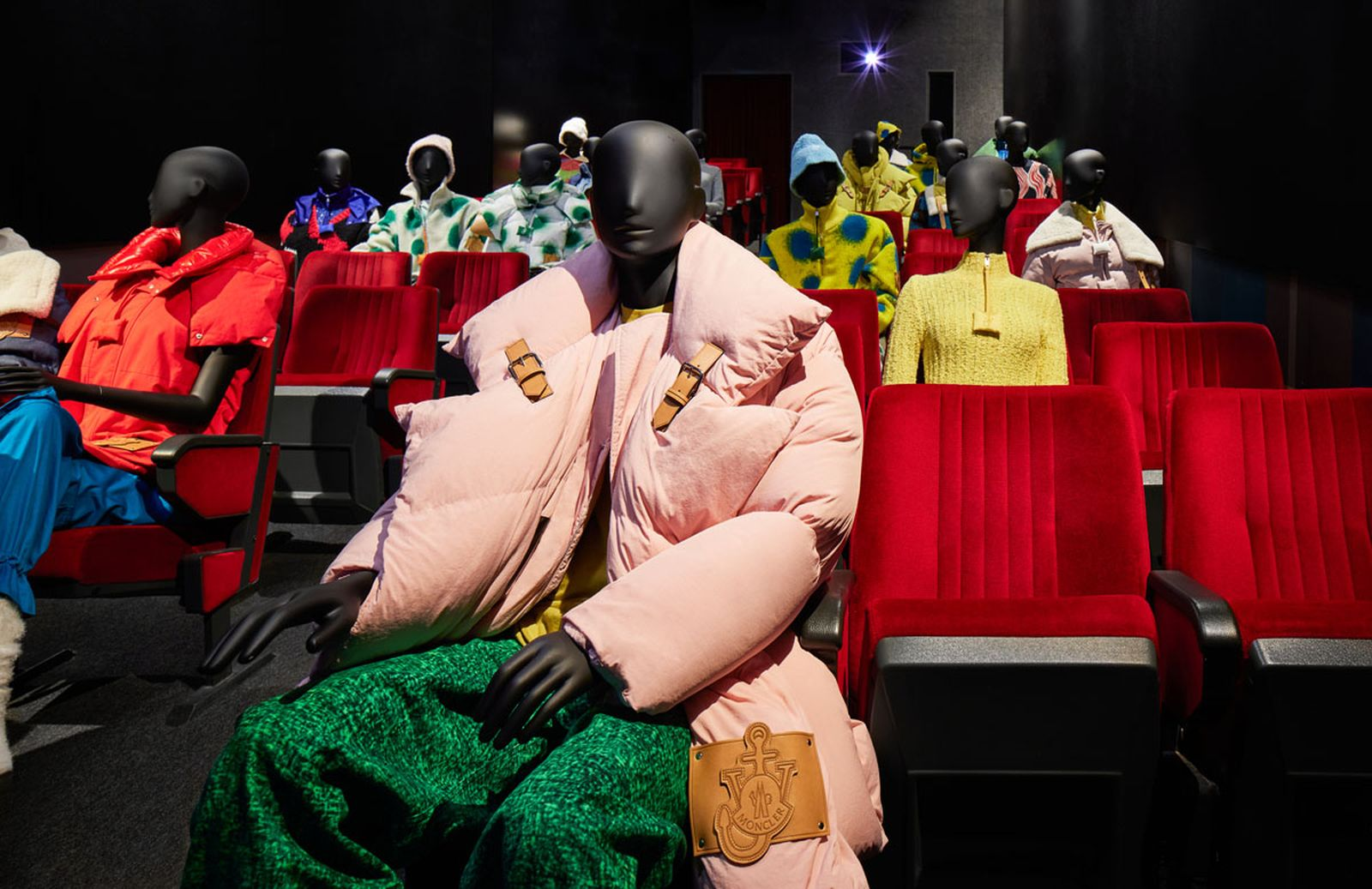1_Moncler_JW_ANDERSON_installation_with_mannequines_03