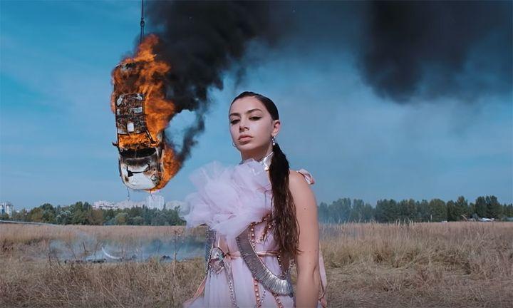 """Charli XCX """"White Mercedes"""" video"""